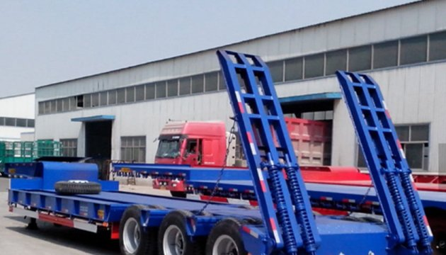 The sinotruk heavy tractor is ready to start at the Chinese factory.